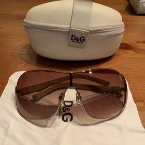 NWOT D&G Dolce & Gabbana silver frame sunglasses